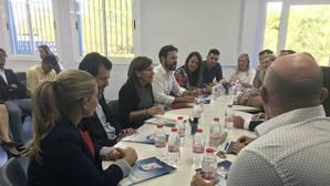 Imagen de la reunión presidida por Isabel Bonig en Elda
