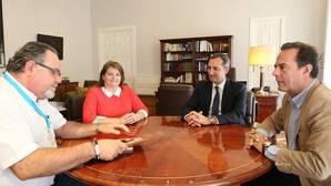 Imagen de la reunión del presidente de la Diputación de Alicante con los presidentes de CONCAPA y FAPA