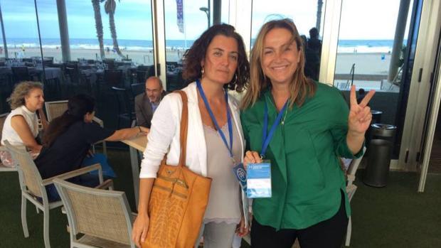 Beatriz Simón y Lourdes Bernal, durante la Interparlamentaria celebrada en Valencia con las acreditaciones
