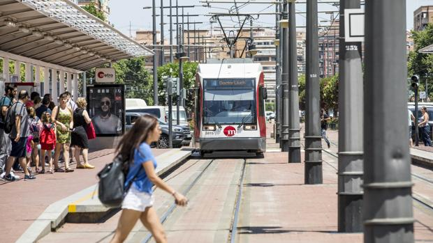 Imagen de archivo de un convoy del tranvía de Valencia