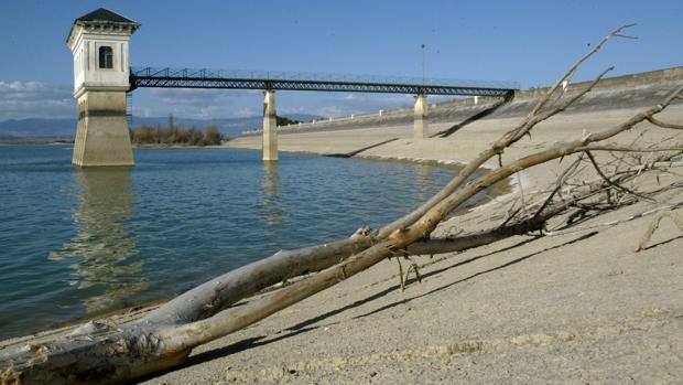 Una docena de embalses de la cuenca del Ebro están por debajo del 30% de su capacidad