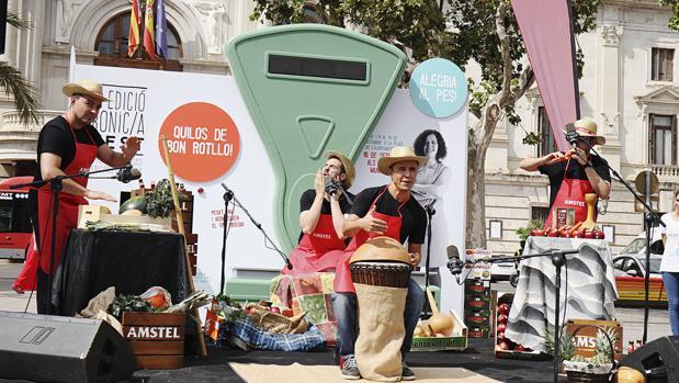 Imagen de la inauguración del Bonica Fest en la plaza del Ayuntamiento de Valencia