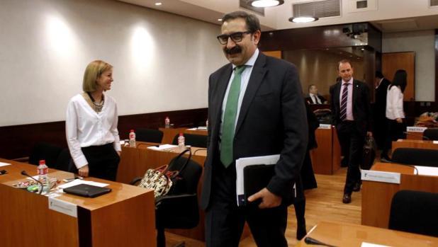 El consejero de Sanidad, Jesús Fernández