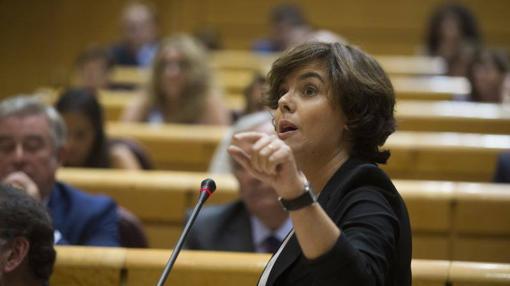 Soraya Sáenz de Santamaría intervieneen la sesión de control del Senado
