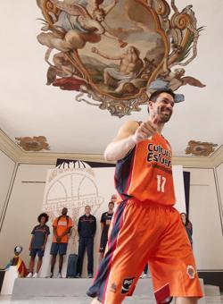 Imagen del jugador del Valencia Basket, Rafa Martínez, durante la presentación