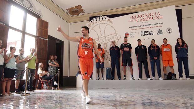 El jugador del Valencia Basket, Rafa Martinez, durante la presentación de sus equipajes para esta nueva temporada