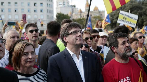 Forcadell, Puigdemont y Sànchez, durante la manifestación de la ANC para la Diada de 2017