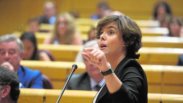La vicepresidenta del Gobierno, Soraya Sáenz de Santamaría, rehusó promover la anexión de Treviño a Álava por respeto al autogobierno de Castilla y León