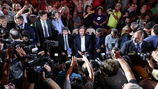 Puigdemont y Junqueras, en el primer acto de la campaña ilegal del 1-O