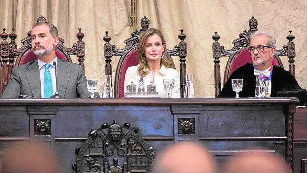 El rector de la Universidad de Salamanca, Daniel Hernández Ruipérez expresó ayer su condena ante los actos de quienes quieren separar a Cataluña del resto de España