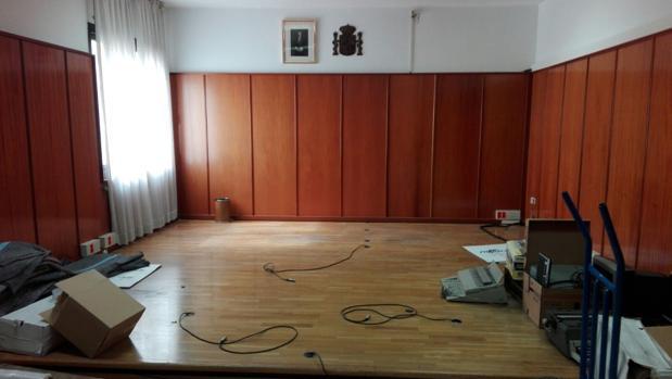 Una de las salas semivacías del edificio de Ferraz, 41, en plena mudanza