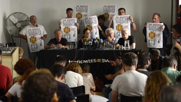 Los organizadores del acto a favor del referéndum durante una rueda de prensa reciente