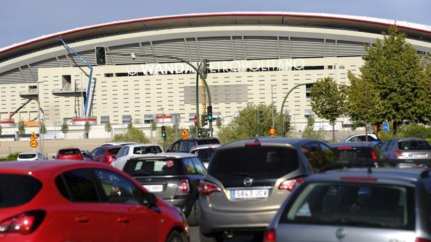 Fachada principal del estadio desde la avenida de Arcentales