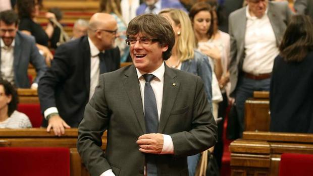 El presidente de la Generalitat, Carles Puigdemont, en el Parlament de Cataluña