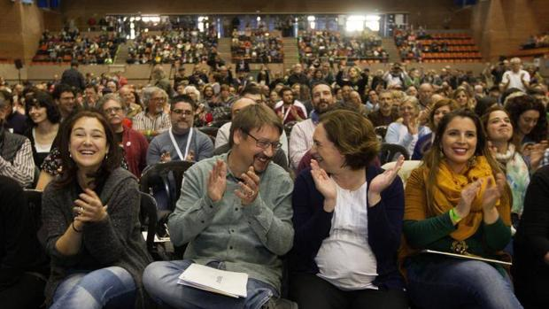 Colau y Domènech durante un acto de los «comunes»