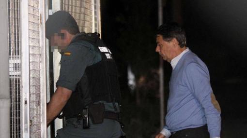Ignacio González a su llegada a la Comandancia de la Guardia Civil de Tres Cantos