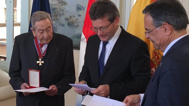 Melián, en la pasada primavera, cuando era condecorado por Luxemburgo, del que era cónsul en Canarias