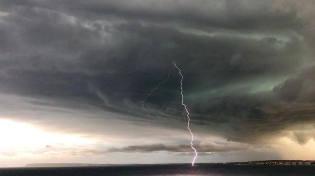 Imagen de la tormenta descargada ayer en Alicante