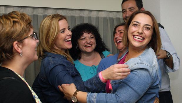 Miriam Andrés celebra con afiliados su victoria en las primarias del PSOE de Palencia