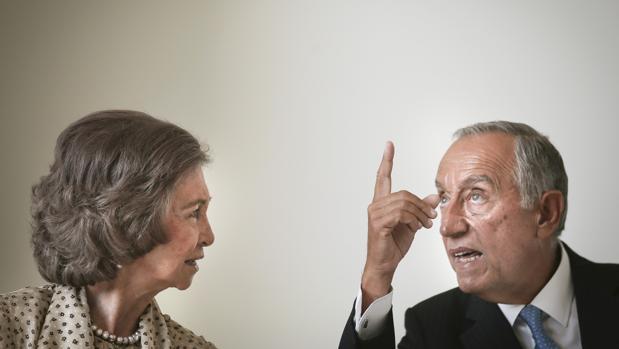 La Reina Doña Sofíay el presidente de Portugal, Marcelo Rebelo de Sousa, en la sesión inaugural de la Cumbre Internacional sobre el Alzheimer que se celebra en Lisboa