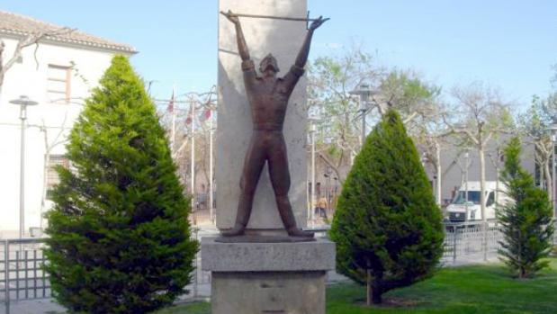 Estatua del Alférez Provisional realizada por Marino Amaya