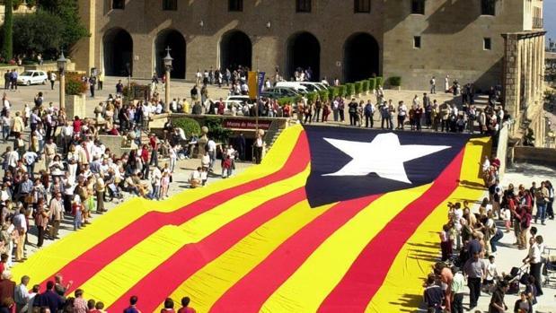 Acto realizado por miembros de la asociación cívica Forca Catalunya, en 2002 en el Monasterio de Montserrat