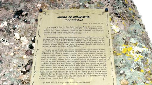 Réplica en piedra del fuero de Brañosera (Palencia)