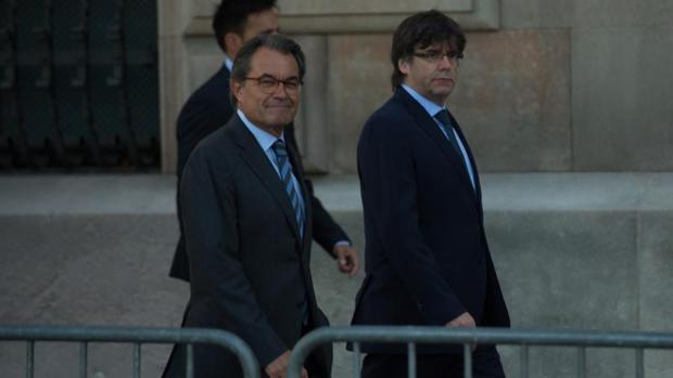 Artur Mas y Carles Puigdemont antes de su declaración por el 9-N