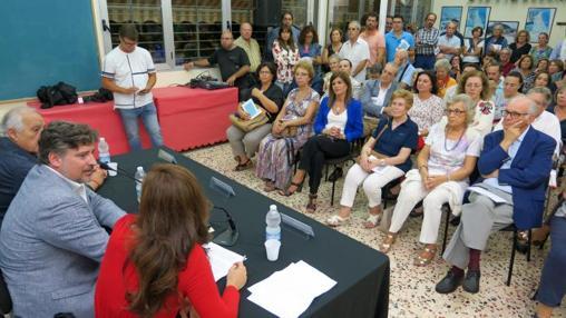 El público llenó la sede vecinal para la presentación del libro