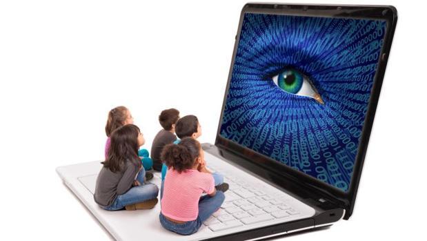 Niños delante de la pantalla de un ordenador