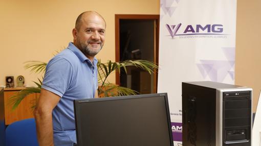 Julián Pérez, en su nuevo puesto de trabajo en Valladolid, tras más de una década en Irlanda