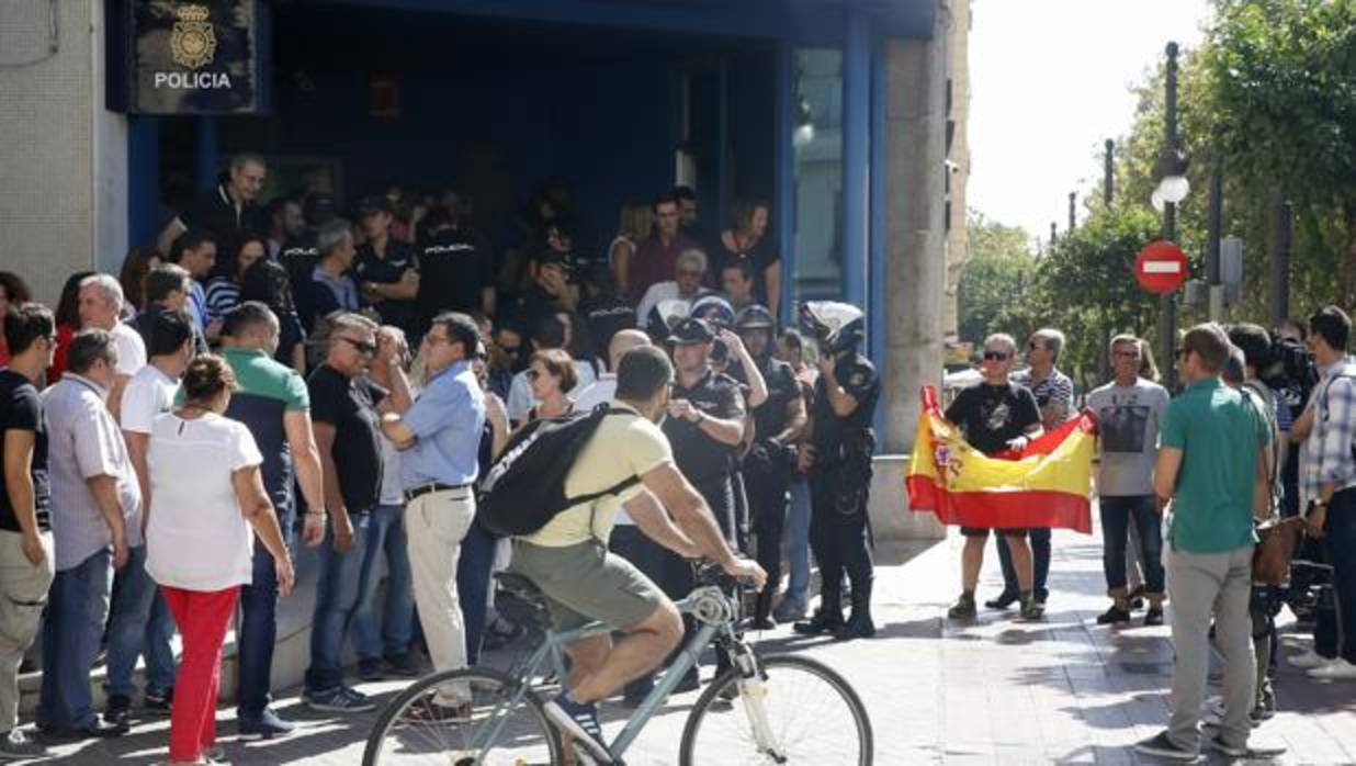 Refer ndum 1 o cientos de personas expresan su apoyo a la for La comisaria restaurante valencia