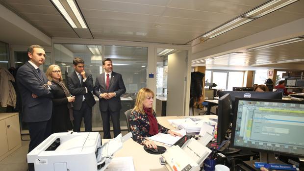 Visita de dirigentes de la Diputación de Alicante a Suma
