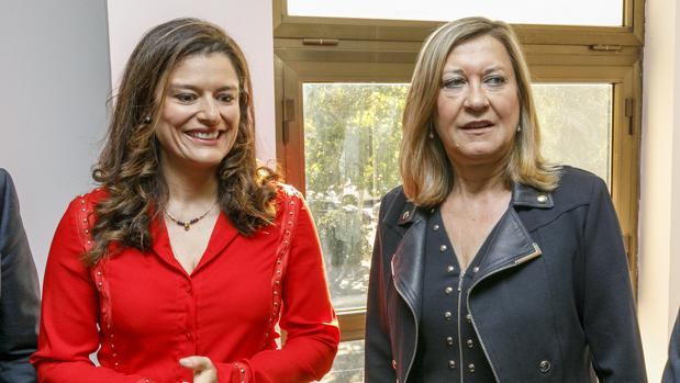 La consejera Pilar del Olmo junto a la abogada y presidenta honoraria de la Cámara Oficial de Comercio de España en Gran Bretaña, Miriam González