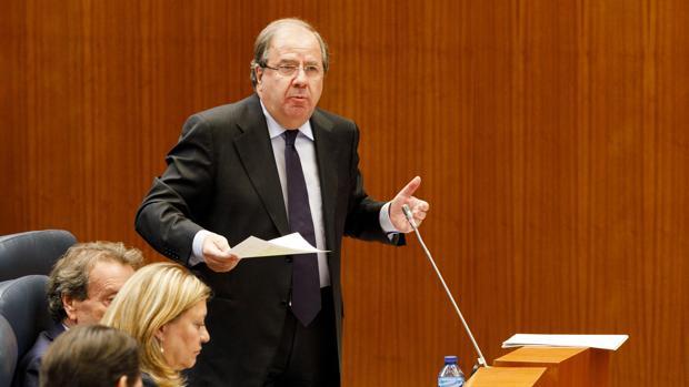 Herrera, durante su intervención en el pleno de las Cortes de Castilla y León