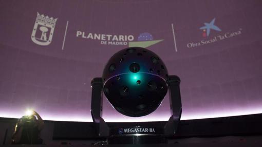 Nuevo equipo híbrido óptico-digital del Planetario de Madrid