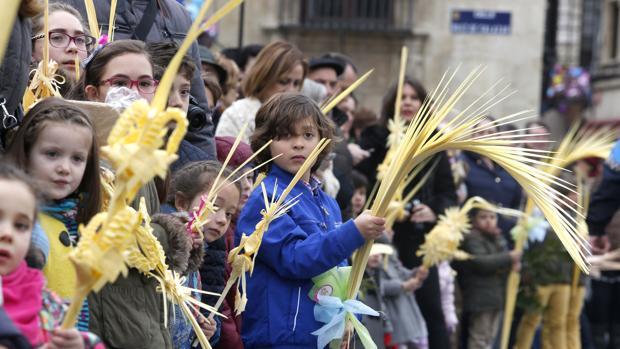 Niños en la procesión de las palmas de León, provincia en la que lo solicitaron dos colegios