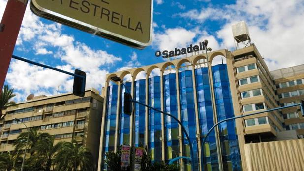 Nueva sede del Banco Sabadell, en la avenida Óscar Esplá de Alicante