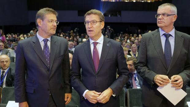 Rafael Catalá, Núñez Feijóo y Santiago Villanueva, ayer en Santiago