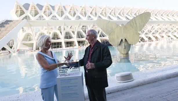 Imagen de Hortensia Herrero junto a Manolo Valdés