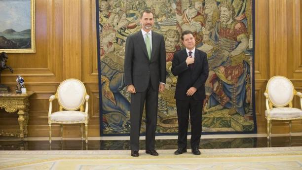 El rey Felipe VI recibiendo en el palacio de la Zarzuela a Emiliano García-Page, el presidente de Castilla-La Mancha, en una imagen de archivo