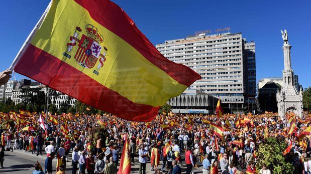 Miles de personas se han reunido en la Plaza de Colón