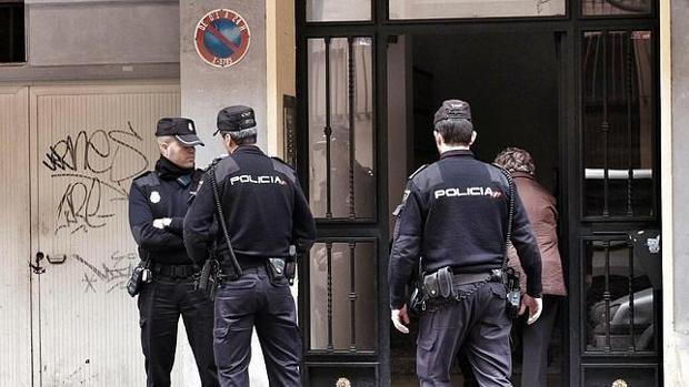 Imagen de archivo de unos agentes de la Policia Nacional en Valencia
