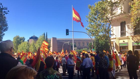 Cconcentración en defensa de la unidad de España en Madrid, convocada por DENAES. Imagen de la Plaza de Colón.