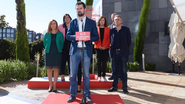 Tudanca junto a miembros de su Ejecutiva y representantes socialistas de la Comunidad en la dirección de la Ejectutiva Federal del PSOE