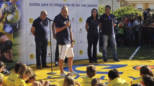 La Fundación Dieta Mediterránea destaca de Iniesta que es un deportista que «transciende fronteras y es un embajador internacional que vela por el desarrollo de los valores que inspiran la dieta mediterránea y su estilo de vida saludable»