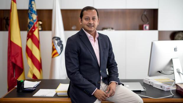 Imagen del presidente del Valencia Club de Fútbol, Anil Murthy