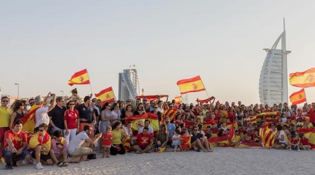 Una parte de los españoles que participaron en a concentración