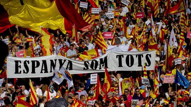 Manifestantes en las calles de Barcelona este domingo