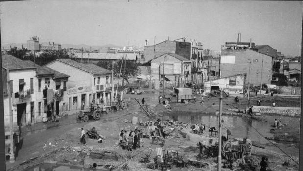 Imagen de los efectos provocados por la riada de 1957 en Valencia